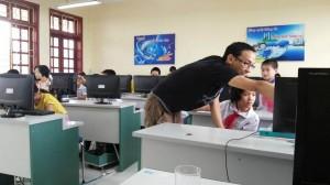 AndyHoang teaching for Code Club in Vietnam